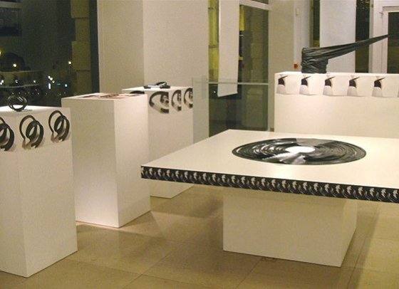 gesteven top en rubberen sieraden, 1983, Henry Vande Veldeprijs 2008, galerij Design Vlaanderen